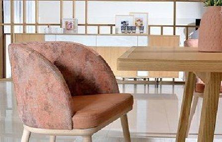 כסא מרופד וורוד עתיק