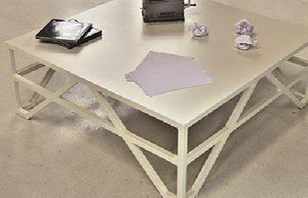 שולחן לסלון מרובע לבן
